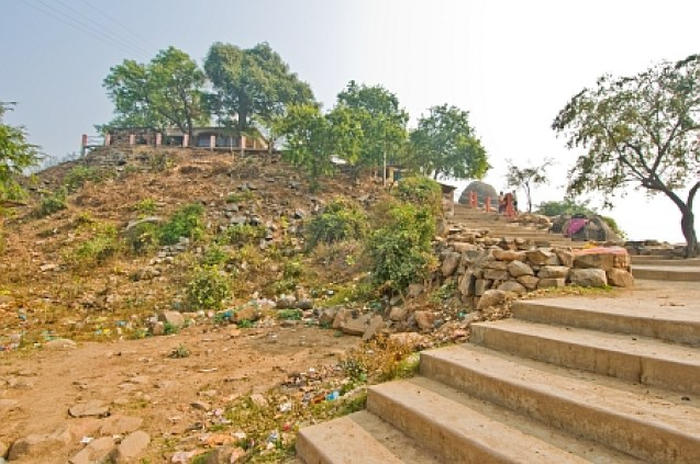 steps to barabar hill and shiv temple