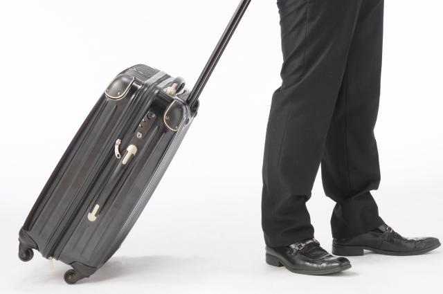 出張あるんでスーツケースのコマを急いで直さなきゃ。500円で。