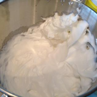Fluffy egg whites for the Nougatine