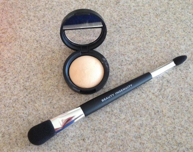 Laura Geller French Vanilla Baked Highlighter out of box
