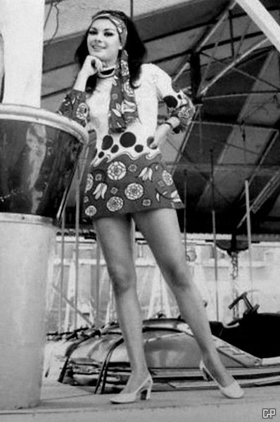mini-1970-edwige-fenech-microskirt