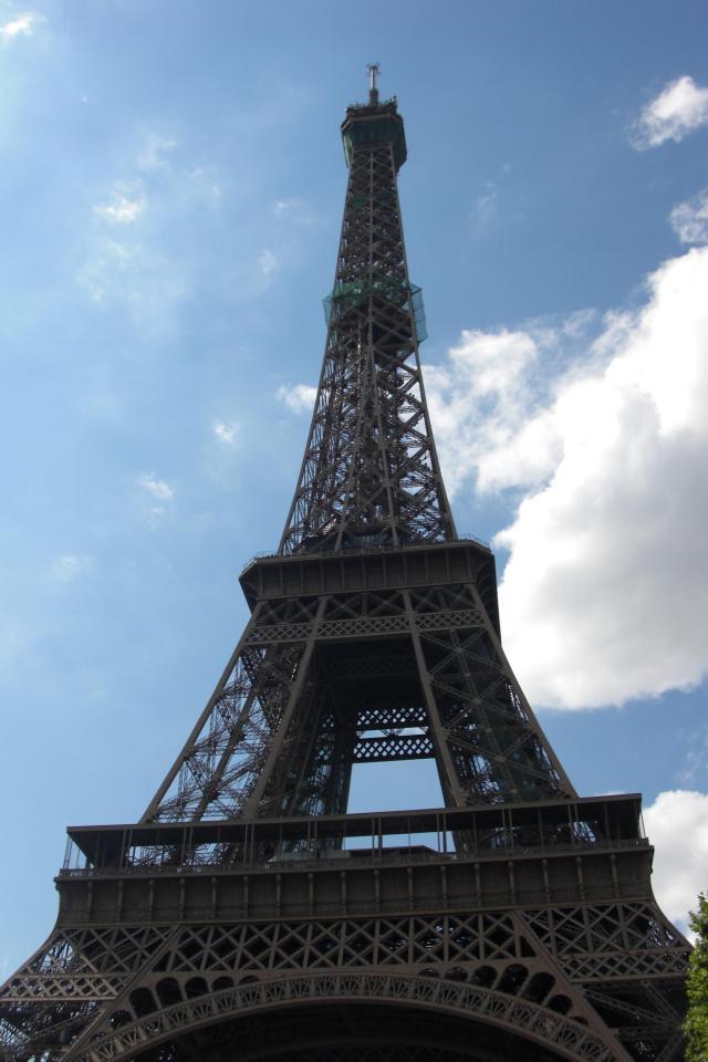 Paris tour eiffel with blue sky