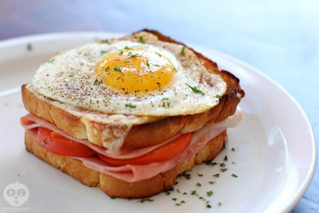 Croque_Madame_Le_Cafe_De_Paris_Droolius_1