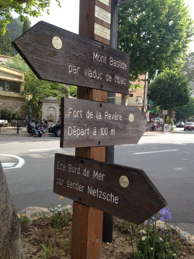 Eze autre directions in village
