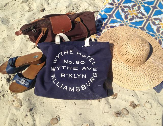 L'estagnol. Necessities. Hat. Scholls. Tote, towel and longchamp. BLOG GOLD