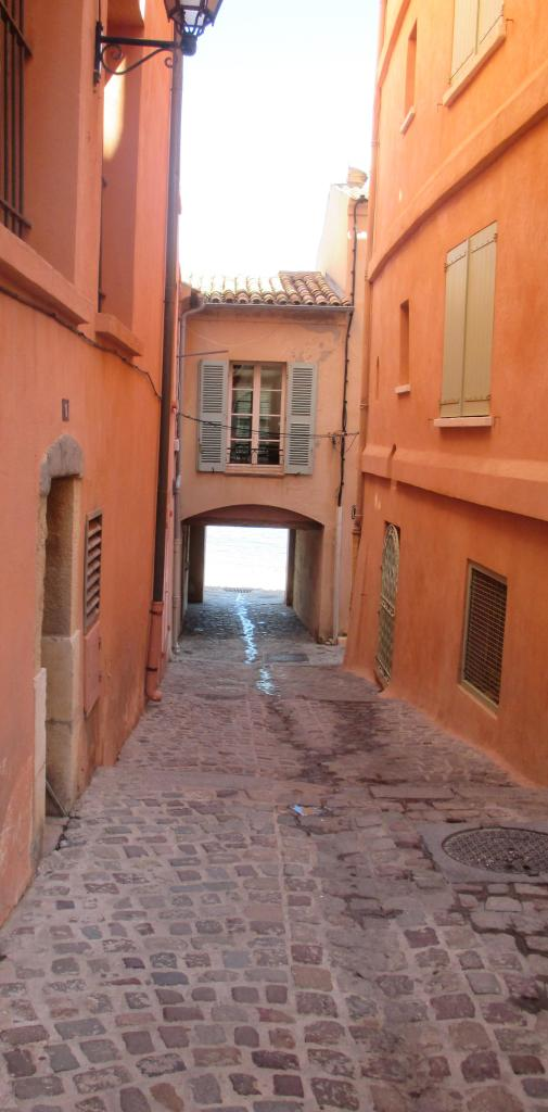 St. Tropez first visit path to La Ponche from the back