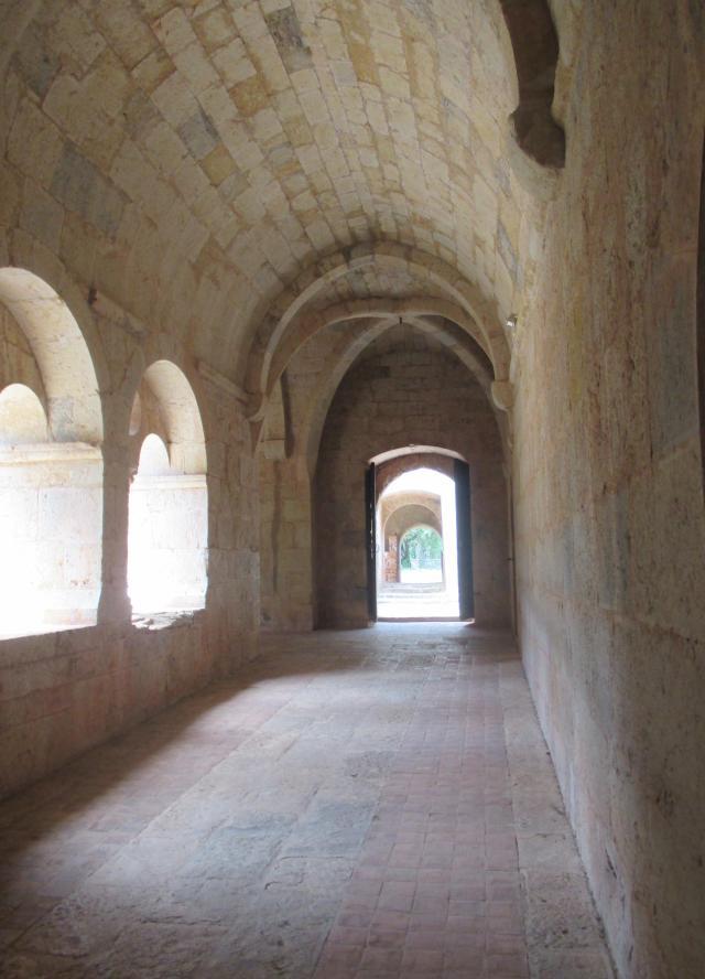 Thoronet. Passageway