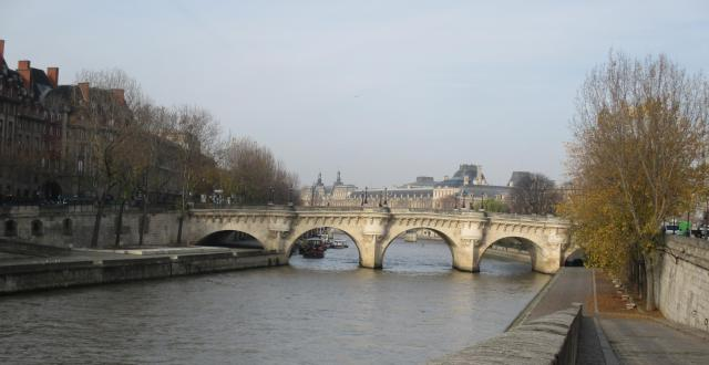 sunday-morning-pont-neuf