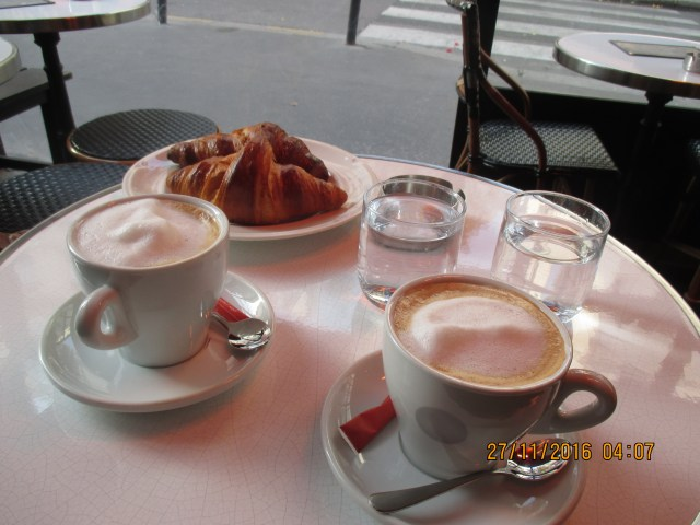 sunday-off-the-plane-and-to-cafe-buci