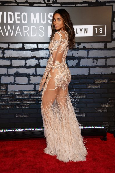 ciara-struck-over-shoulder-pose-vmas-red-carpet