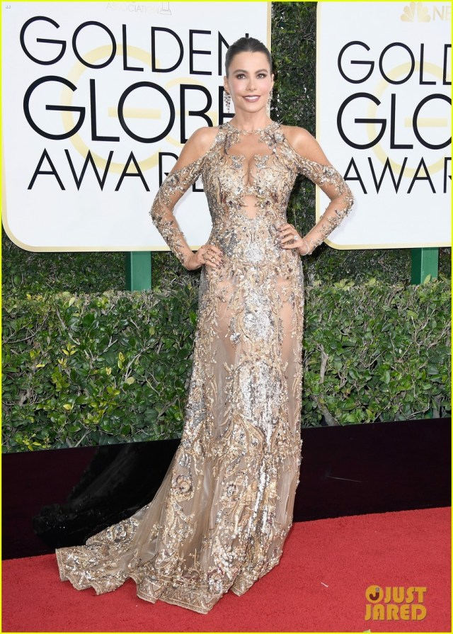 sofia-vergara-keeps-saying-anal-golden-globes-2017-04-aluminum-foil