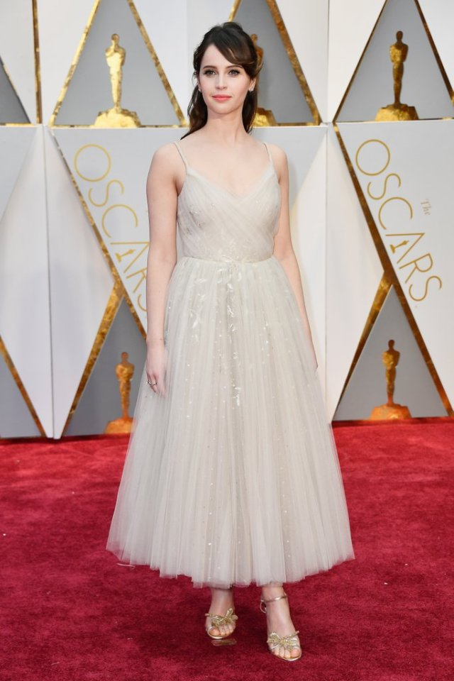 felicity-jones-dior-couture-dress-oscars-2017