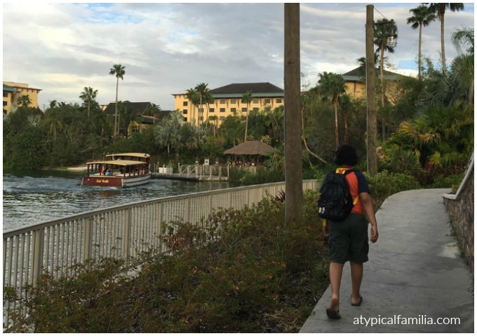 Walking to City Walk from Lowes Sapphire Falls Resort via Atypical Familia
