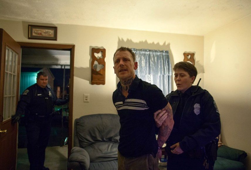 Sara Lewkowicz / La policia arresta a Shane després de ser avisada per un veí durant la baralla.