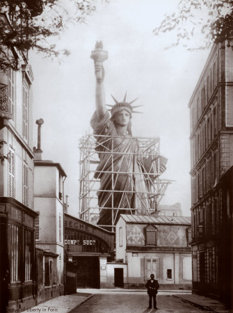The lady liberty en plein paris