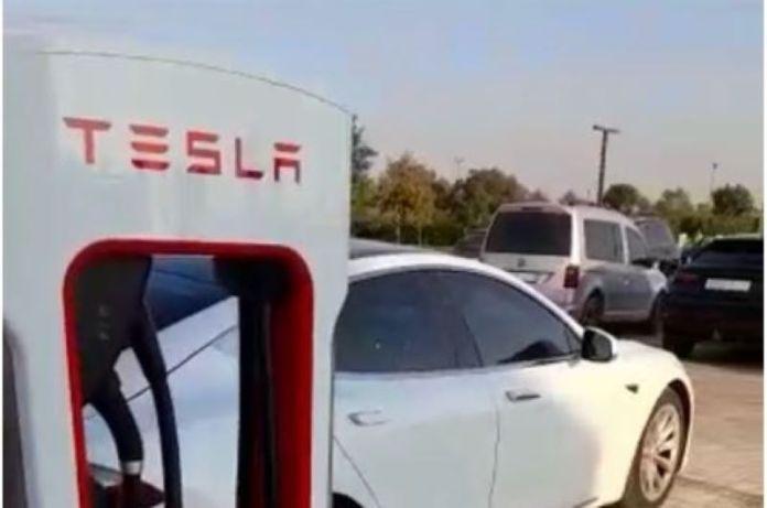 Des bornes Tesla installées à Casablanca