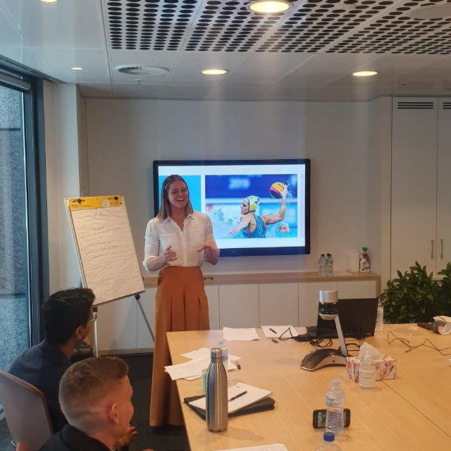 keesja gofers doing a corporate presentation min