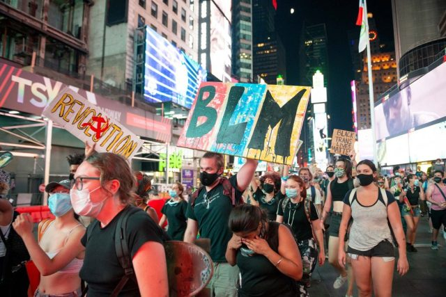 NYPD's 'Warrant Squad' Arrested a Trans Teen Protester, Shoved Her Into an  Unmarked Van