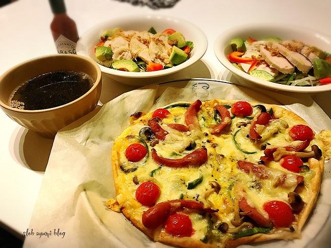 ピザとサラダチキンのボリュームサラダの献立レシピ