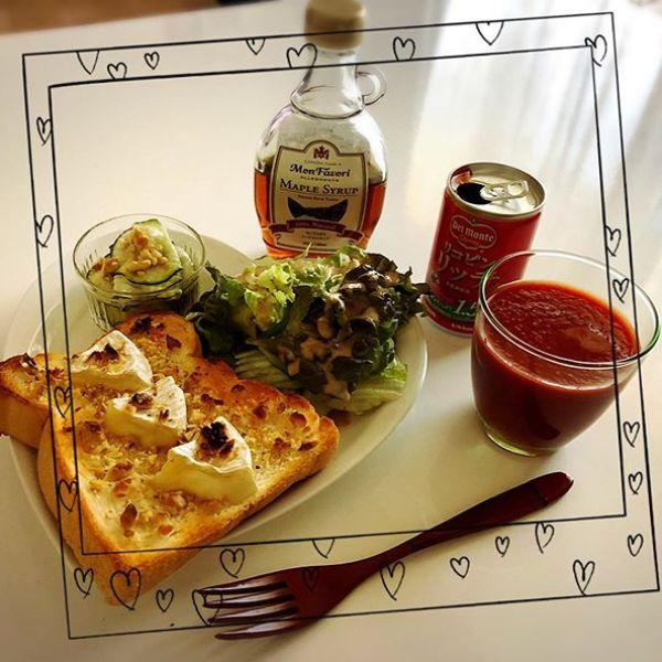本日の#朝ごはん は、#カマンベール食パン 食パンにココナッツオイルを塗り、カマンベールチーズ、砕いたくるみをトッピング。トーストしたら、メイプルシロップをかけたよ。1年の中で5月が一番紫外線が強いそう。この季節は#リコピンリッチ ドロドロの濃厚なトマトジュースで中から美白です#朝食 #メイプルシロップ #カマンベールチーズ #美白 #中から美白 #デルモンテ #リコピンリッチトマト飲料 #リコピン #monipla #delmonte365_fan