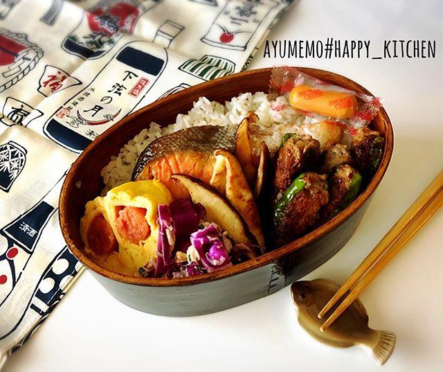 本日の#お弁当 は、#ししとうの肉詰め かなり小ちゃい肉詰めwwシシトウはピーマンより苦味があるので、辛味噌を混ぜた肉あんを詰めました。、、、、これ、お弁当のおかずってゆ~より、おつまみにイケるわ( ´-` ).。oO #旦那弁当 #曲げわっぱ弁当 #曲げわっぱ #シャケ弁 #ししとうの肉詰め弁当