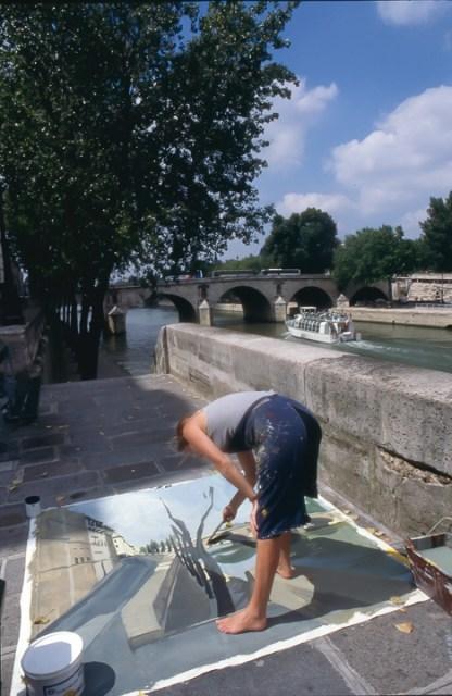 Michelle-Auboiron-peint-in-situ-les-Ponts-de-Paris-Photo-Anne-Sarter-21