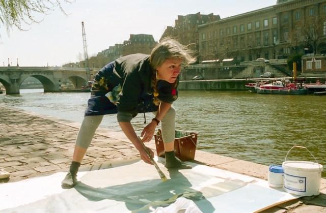 Michelle-Auboiron-peint-in-situ-les-Ponts-de-Paris-Photo-Anne-Sarter-26