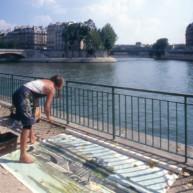 Michelle-Auboiron-peint-in-situ-les-Ponts-de-Paris-Photo-Anne-Sarter-32 thumbnail