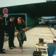 Michelle-Auboiron-peint-in-situ-les-Ponts-de-Paris-Photo-Anne-Sarter-6 thumbnail