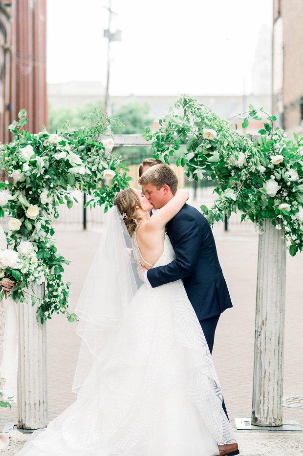 wedding ceremony via vecchia alleyway