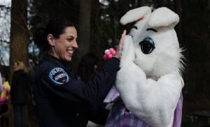 Auburn Police Officers Association, APOA, Auburn Police Department, APD, Auburn WA Police, City of Auburn, Easter Bunny, Cop and Easter Bunny, High Five