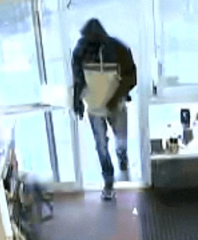 apd, auburn police, armed robbery suspect,