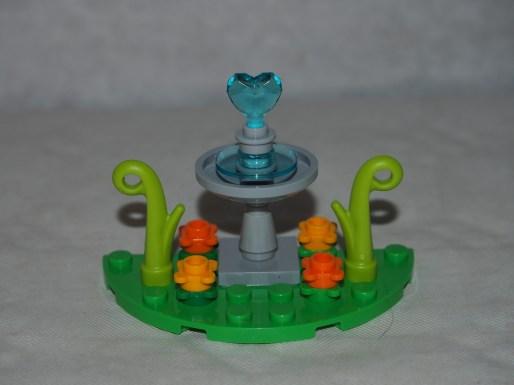 Set LEGO 40236 Pique-nique romantique de la Saint-Valentin-fontaine 3