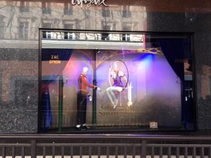 The greatest Showman Galeries Lafayette vitrines Zac Efron