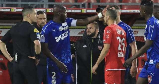 Ligue 1 32ème journée : le capitaine d'Amiens Prince Gouano n'a pas hésité à demander l'arrêt du match Dijon-Amiens suite à des cris racistes venant des tribunes
