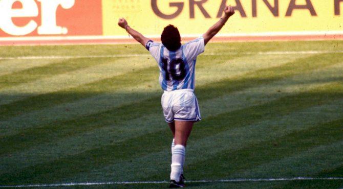 Disparu à l'âge de 60 ans, Diego Armando Maradona a marqué l'histoire du football mondial par son talent sans égal.