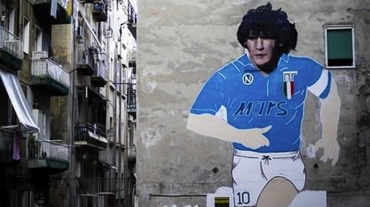 Les peintures sur les murs de Naples continuent de vénérer Maradona 30 après son départ du Napoli