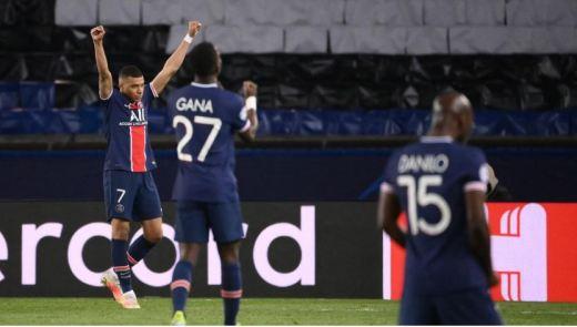 La joie de Kylian Mbappé, d'Idrissa Gueye et de Danilo après la qualification du PSG.