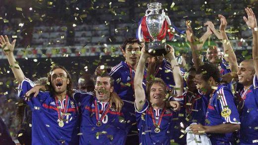L'Equipe de France de Deschamps et de Zidane, vainqueur de l'Euro 2000.