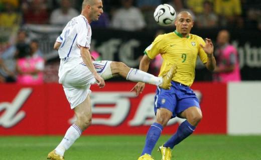 Zinedine Zidane au sommet de son art contre le Brésil en 2006.