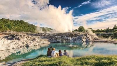 Geothermal Valley Te Puia Rotorua Tour