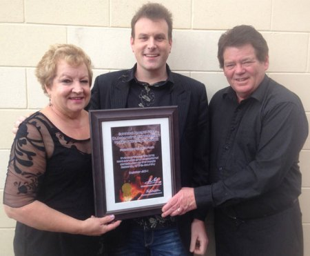 Auckland magician Mick Peck presented with special Magic New Zealand award from Alan and Michele Watson