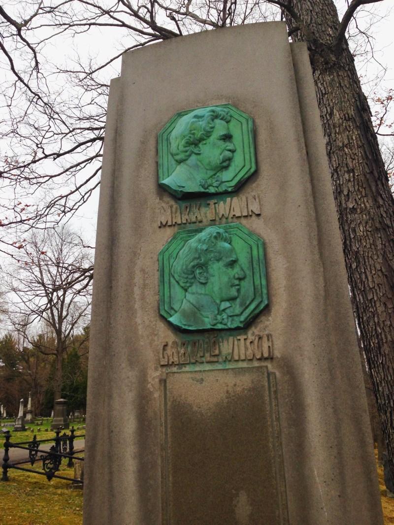 Mark Twain Tomb Stone
