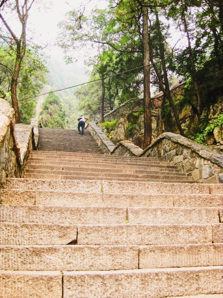 Un escalier sur le mont Taishan