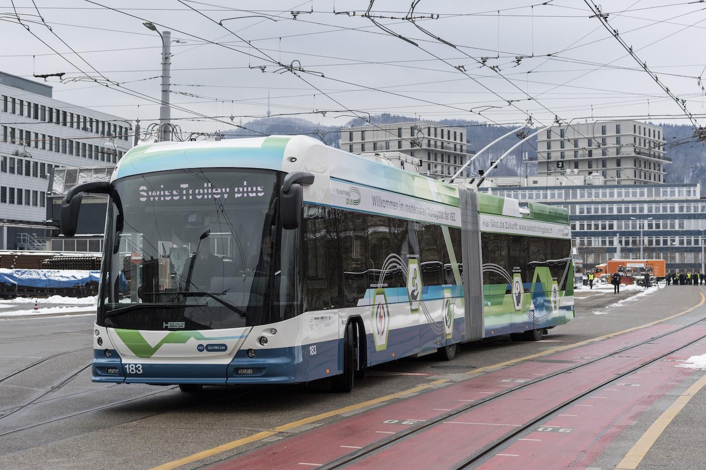 A Ginevra il futuro sta già viaggiando sullo Swiss Trolley Plus. (Keystone)