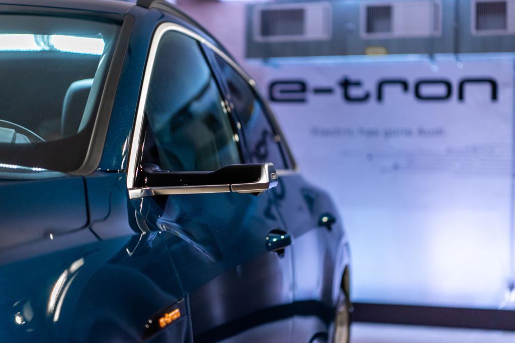Un altro richiamo visivo: i rivoluzionari specchietti laterali virtuali dell'Audi e-tron. (Tom Lüthi)