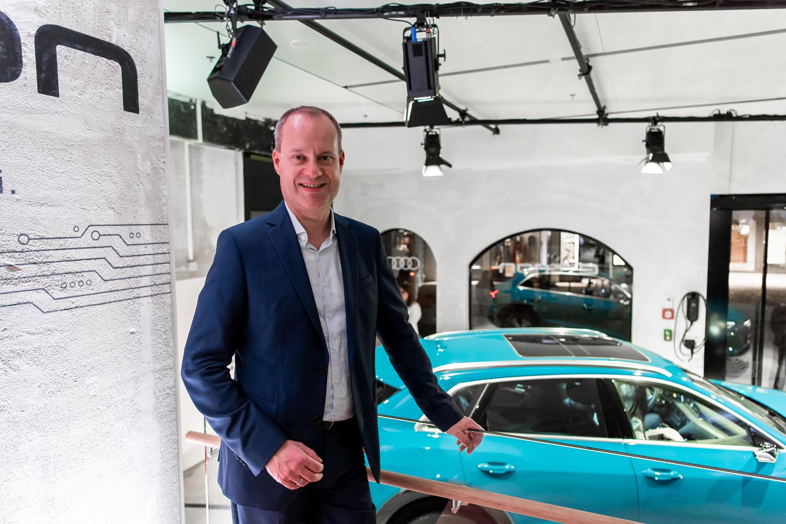 Jens van Eikels nell'Audi e-tron pop-up store di Zurigo. (Tom Lüthi)