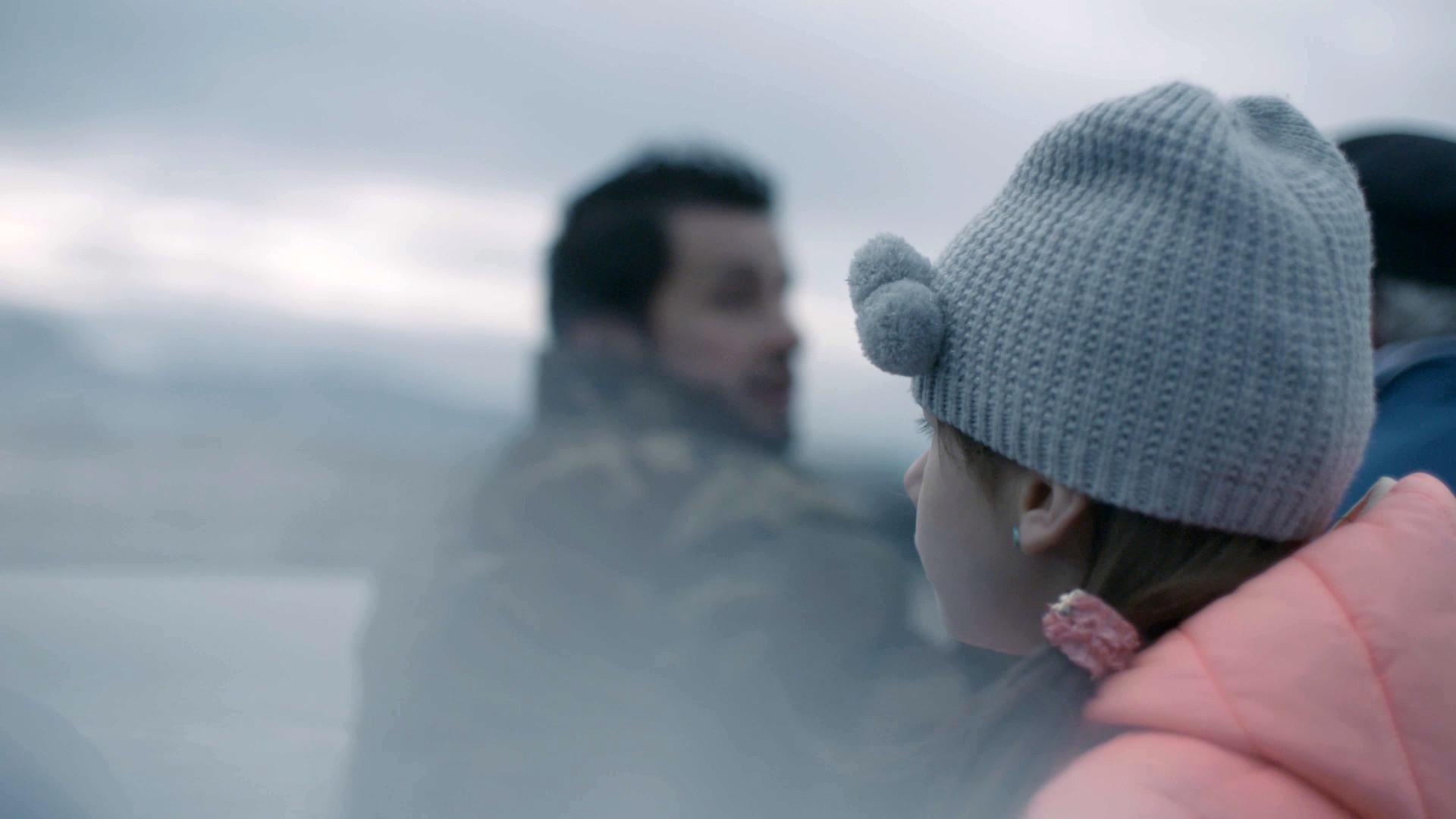 Alessia (8 ans) à l'occasion d'une sortie en bateau en famille sur le lac Léman.