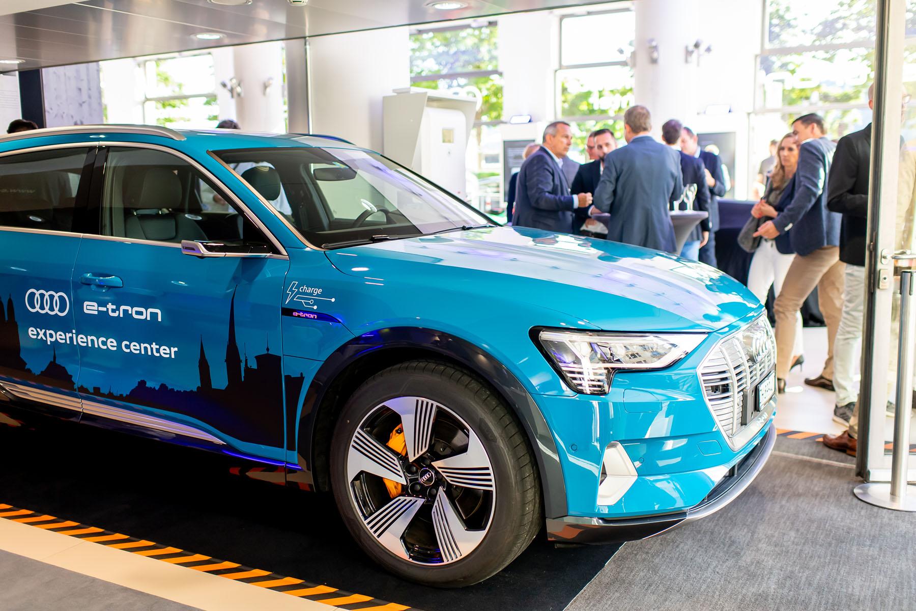 Am Utoquai ist auch ein Audi e-tron stationiert. (Tom Lüthi)