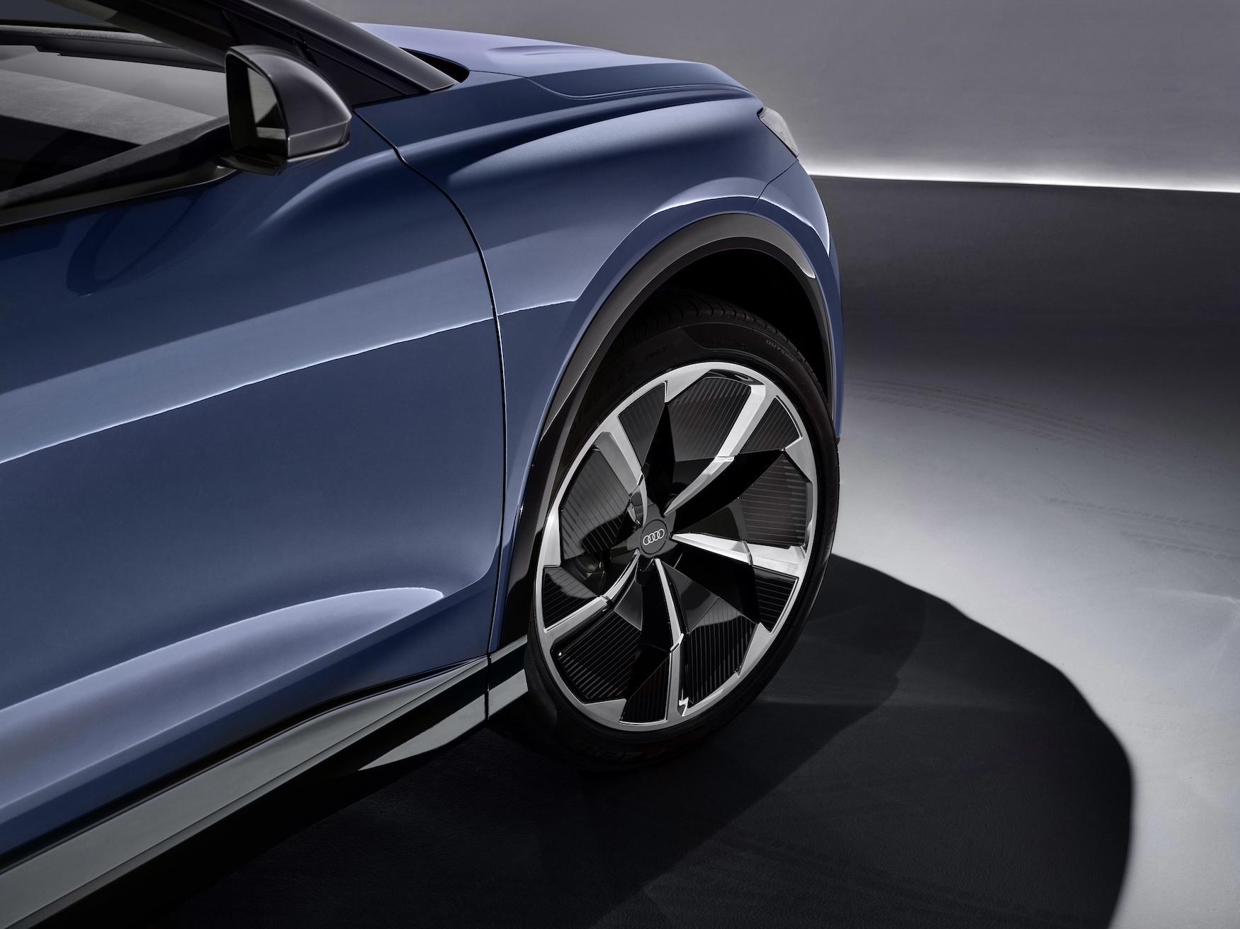 La peinture bleue de l'AudiQ4e-tronconcept renforce la durabilité du modèle. (AUDI)